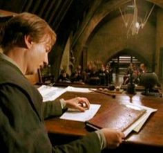 "2004 - ""Harry Potter and the Prisoner of Azkaban"". This is Professor Remus John Lupin as played by David Thewlis. Harry Potter Quidditch, Harry Potter Cast, Harry Potter World, Harry Potter Female Characters, Harry Potter Pictures, Hogwarts Professors, Harry Potter Classroom, Desenhos Harry Potter, Wolfstar"