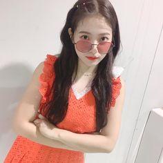 Criss Hallyu: Red Velvet ( : Selfies Part 148 Seulgi, Kpop Girl Groups, Kpop Girls, Red Velvet, Kim Yerim, Korean Girl, Round Sunglasses, Purple, Irene