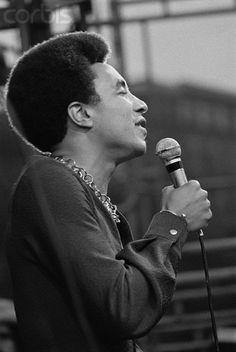 Smokey Robinson Singing in Concert