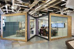 la salle de réunion séparée en deux de Airbnb