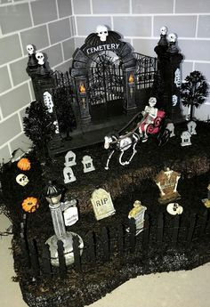 Shared by ♡~ Bel ~♡. Find images and videos about black, Halloween and negro on We Heart It - the app to get lost in what you love. Halloween Diorama, Halloween Village Display, Casa Halloween, Halloween Crafts, Halloween Decorations, Adornos Halloween, Haunted Dollhouse, Lost, Holidays