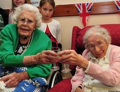 Meet the oldest sisters in the world - Yahoo Lifestyle UK