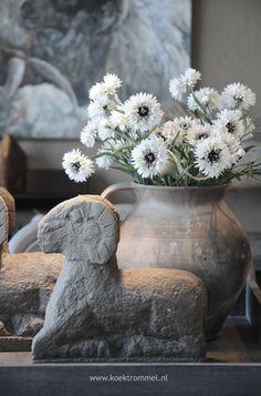 stenen ram met kruik