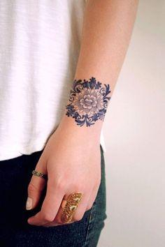 Tatouage poignet rosace