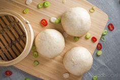 Dit is een makkelijk en lekker recept om zelf thuis bapao te maken met een vulling van gekruid rundergehakt. Probeer het ook eens!