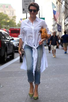 Shirtdress over jeans with heels. Looks Style, Style Me, Working Girl, French Chic, French Style, White Shirts, Casual Street Style, Daily Fashion, Smart Casual