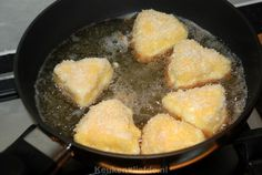 Gebakken camembert met preiselbeeren - Keuken♥Liefde Cornbread, Ethnic Recipes, Food, Millet Bread, Essen, Meals, Yemek, Corn Bread, Eten