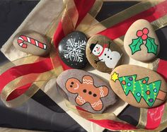 Story Stones Christmas by LittlePebbleDesigns on Etsy Christmas Rock, Christmas Eve Box, Christmas Crafts, Father Christmas, Xmas, Holiday, Pebble Painting, Pebble Art, Stone Painting