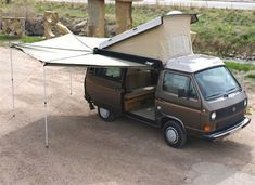 The Foxing 270 degree awning is perfect for camp. The Foxing 270 degree awning is perfect for camping. It covers the side and the back of the Vanagon. How perfect is that? Vw T3 Camper, Vw Bus T3, Kombi Motorhome, Camper Life, Volkswagen Bus, Camper Trailers, Volkswagen Beetles, Transporter T3, T6 California