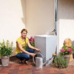 Gardenplaza - Regenwasserspeicher in Pflanzkübel-Optik integriert sich perfekt in die Grünoase - Dezenter Gartenhelfer