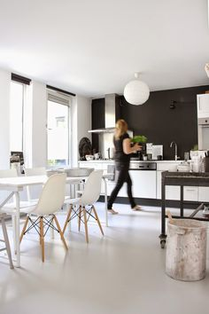 The fabulous black and white home Dutch blogger Desiree (Vosges Paris). Photographs: Holly Marder / Avenue Lifestyle. SOFFA magazine.