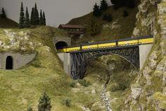 Ein Viadukt in den österreichischen Alpen. Loki, Budapest, Den, Train, Hungary, Model Train, Switzerland, Landscape, Strollers