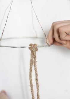 Diagnoosi:sisustusmania: Rysävalaisin teko-ohje kuvineen Rope Crafts, Diy And Crafts, Diy Chandelier, Lamp Shades, Knots, Knitting, Handmade, Couture, Lighting