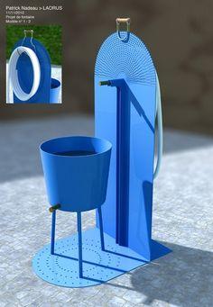 La nouvelle fontaine de Patrick Nadeau en version bleu Klein, éditée par Laorus