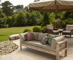 DIY Summer Outdoor Sofa 2019 Modern style meets DIY cool in this sturdy cedar outdoor sofa! With just some 24 boards you could be seating in style this summer! The post DIY Summer Outdoor Sofa 2019 appeared first on Patio Diy. Outdoor Couch, Outdoor Seating, Outdoor Spaces, Outdoor Living, Outdoor Decor, Rustic Outdoor, Outdoor Sectionals, Outdoor Pallet, Outdoor Lounge