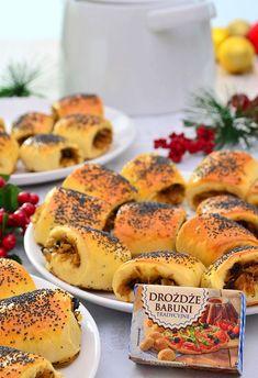 Paszteciki drożdżowe z kapustą i grzybami - MniamMniam.pl Polish Recipes, Polish Food, Christmas Cooking, Foods With Gluten, Antipasto, Salmon Burgers, Hot Dog Buns, Food And Drink, Appetizers