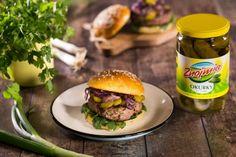 Hovězí hamburger s koriandrem a červenou cibulkou karamelizovanou na sezamovém oleji Salmon Burgers, Hamburger, Beef, Ethnic Recipes, Food, Meat, Essen, Burgers, Meals