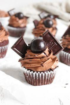 Homemade Chocolate Frosting, Dark Chocolate Cupcakes, Choco Chocolate, Death By Chocolate, Chocolate Sprinkles, Chocolate Flavors, Chocolate Ganache, Chocolate Recipes, Cupcake Recipes