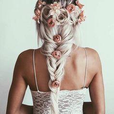 Lässige Brautfrisur für die Vintage-Hochzeit.