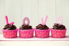 Adorable love cupcakes (image via Shutterstock).