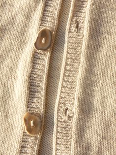 Located at the centre front of your cardigan the button band is a crucial detail. Working your first button band can be intimidating and even experienced knitters dont always get them rig Knitting Help, Knitting Stitches, Baby Knitting, Knitting Buttonholes, Stitch Patterns, Knitting Patterns, Sweater Patterns, Knitting Tutorials, Knitting Ideas