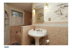 123 Woodland Dr, Lansdale, PA - nice updated bath!