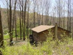 Cabin in New Milford, United States. This is a unique hide-away.  Secluded and very private.  You can enjoy the beautiful, natural habitat, abundant wildlife, sun yourself on the private beach of a pond that's exclusively yours, explore the thick woods, and enjoy total privacy.  The ...