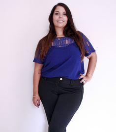 Blusa com renda azul marinho. R$ 114,90