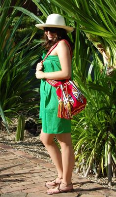 Genuine  Wayuu Bags. Handmade by Wayuu Indigeñous from Colombia.  +57-318-589-5810 Info@colombiasectets.net