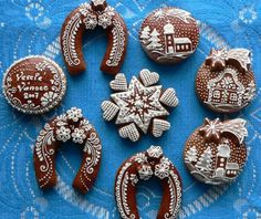 czech gingerbread from Libuse Honey Cookies, Iced Cookies, Sugar Cookies, Christmas Gingerbread House, Gingerbread Man, Gingerbread Cookies, Candy House, Horse Cake, Holiday Cakes