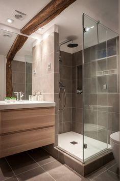 I love how the door opens in Bathroom Design Luxury, Bathroom Layout, Modern Bathroom Design, Small Shower Room, Small Bathroom, Master Bathroom, Bad Inspiration, Bathroom Inspiration, Modern Shower