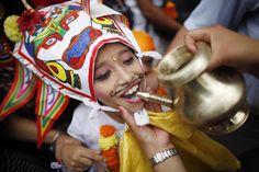 Lea los detalles sobre el Festival de la Vaca que se celebra en Katmandú, Nepal. Visite nuestra página y sea parte de nuestra conversación: http://www.namnewsnetwork.org/v3/spanish/index.php