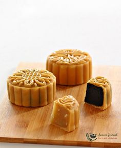 Hi everyone, Have you finished making your mooncakes for the Mid-Autumn Festival (Mooncake Festival), which is just around the corner? I've made my last batch of moonies last weekend and got them packed to giveaway to my friends and relatives. These baked mooncakes and piggies that you're seeing in this post were made using the …