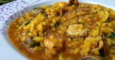 Este arroz caldoso a la malagueña es uno de los arroces típicos de nuestra provincia junto con la versión de montaña también muy conoci... Spanish Kitchen, Fish Dishes, Mediterranean Recipes, Malaga, Seafood, Curry, Meat, Chicken, Ethnic Recipes