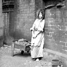I dreamed I was a poor poor beggar girl. Victorian London, Victorian Life, Victorian Women, Vintage Children Photos, Vintage Pictures, Old Pictures, Old Photos, Antique Photos, Vintage Photographs
