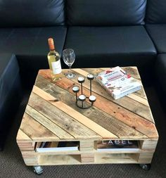 Pallet Furniture Projects Pallet Coffee Table on Wheels - 30 Easy Pallet Ideas for the Home