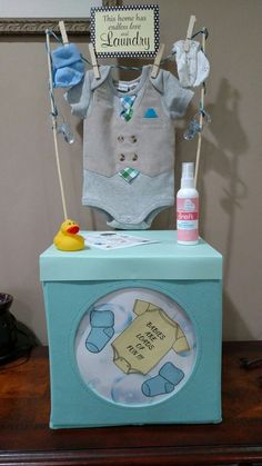 Baby gift that I made instead of the laundry basket idea .-Babygeschenk, das ich anstelle der Wäschekorbidee gemacht habe, machte ich eine Wäsche … – Baby Diy Baby gift i made instead of the laundry basket idea i did a laundry … - Idee Baby Shower, Fiesta Baby Shower, Baby Shower Gift Basket, Baby Shower Diapers, Baby Shower Parties, Baby Shower Themes, Baby Boy Shower, Baby Shower Decorations, Basket Gift