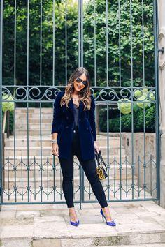 74caec11efb4 Navy Velvet Blazer | Monochromatic Navy Look Carrie Bradshaw Lied, Velvet  Blazer, Prada Bag