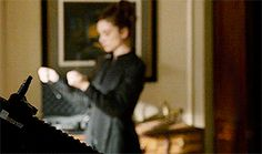 Allison Argent using Chinese ring knives (Teen Wolf)