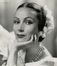 Dolores del Rio Mexican actress of film, TV, theater. Old Hollywood Actresses, Classic Actresses, Old Hollywood Glamour, Golden Age Of Hollywood, Vintage Glamour, Vintage Hollywood, Hollywood Stars, Classic Hollywood, Vintage Films