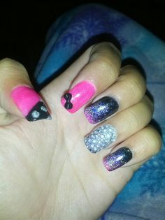 Acrylic nails pink and black