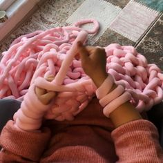 Yarn to buy raspery com chunky knit blanket big cotton yarn tube yarn arm knitting merino wool yarn diy chunky blanket handmade chunky throw xxl decke merino wool woll decke do it yourself merino wool blanket ohhio blanket ohhio braid yarn Arm Knitting Merino Wool, Knitting Yarn Diy, Wool Yarn, Hand Knitting, Arm Knitting Tutorial, Merino Wool Blanket, Hand Knit Blanket, Chunky Blanket, Knitted Blankets