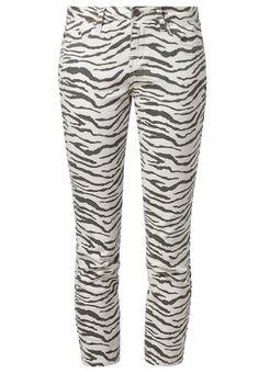 http://www.zalando.no/william-rast-zebra-slim-fit-jeans-hvit-wr421a005-a11.html