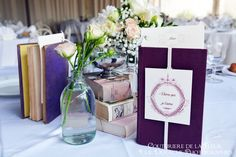 Voici la suite du beau mariage d'Audrey et Frédéric. Après vous avoir présenté la liste de mariage florale et le premier article sur le bouquet de mariée et le coussin porte-alliances, je vous montre aujourd'hui la décoration de la salle de réception...