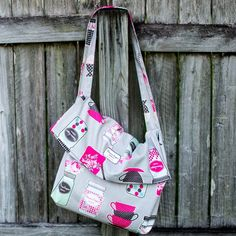This easy, easy, easy messenger bag just folds over to close. Did I mention  it's easy? Like perfect for your first sewing project ever. Or when you are  tired of your purse and you want a new one in 20 minutes.