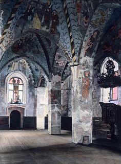 Hattulan Pyhän Ristin kirkon sisätiloja.