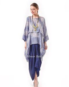 30 ideas to dress hijab bridesmaid batik Kaftan Batik, Batik Kebaya, Blouse Batik, Batik Dress, Kimono, Trendy Dresses, Nice Dresses, Casual Dresses, Fashion Dresses