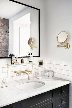 banheiro preto e branco retro