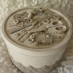 Turn a plain biscuit tin into a wonderful decor accessory or sewing kit using a few bits from your sewing box. This simple project shows . Upcycled Crafts, Upcycled Home Decor, Sewing Crafts, Diy And Crafts, Sewing Projects, Sewing Kits, Decorative Accessories, Decorative Boxes, Lemon Drop Cookies