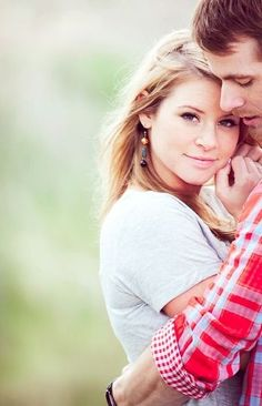 Super Cute 🤗 Poses for Couples 👫 Photos 📸 to Show Your Love 💘 … Couples Photography.I like the placement of the couple. Cute Couple Poses, Couple Posing, Older Couple Poses, Shooting Couple, Engagement Photography, Wedding Photography, Photography Couples, Maternity Photography, Friend Photography
